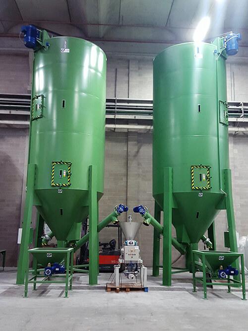 2 silos mélangeurs 40 m3 verticaux pour matières plastiques recyclées