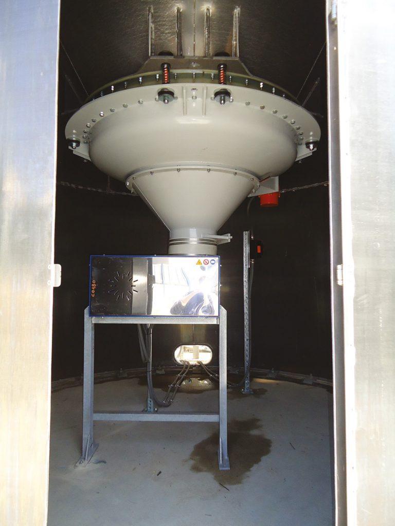 Cône vibrant pour silo mélangeur vertical pour le recyclage plastique